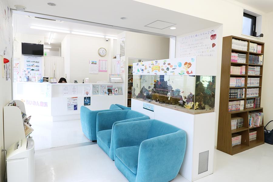 らいおん歯科桜ヶ丘医院待合室